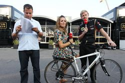 Ted Kravitz, Sky Sports, Natalie Pinkham, Sky Sports et Andy Stobart, Lotus F1 Team