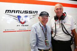 John Surtees con John Booth, director de Marussia F1 Team