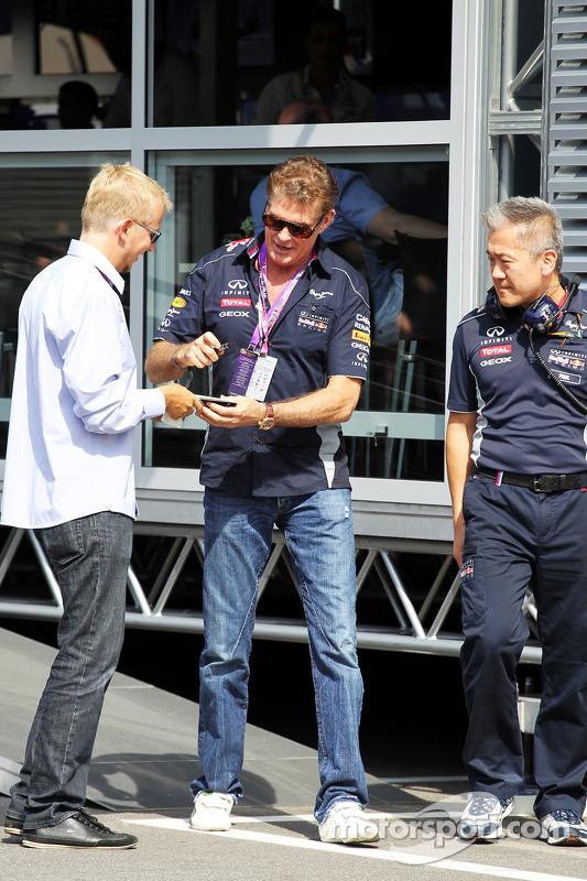 David Hasselhoff, Ator, com Bernie Ecclestone, CEO do Formula One Group, no grid