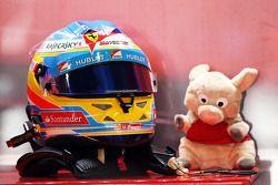 Le casque et la mascotte de Fernando Alonso, Ferrari