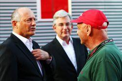 Ron Dennis, Presidente Ejecutivo de McLaren, con Niki Lauda, Mercedes no - Presidente Ejecutivo