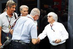 Bernie Ecclestone mit Fotograf Jad Sherif