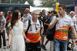 Paul di Resta, Sahara Force India F1 ve kız arkadaşı Laura Jordan, ve Gerry Convy, Personal Trainer