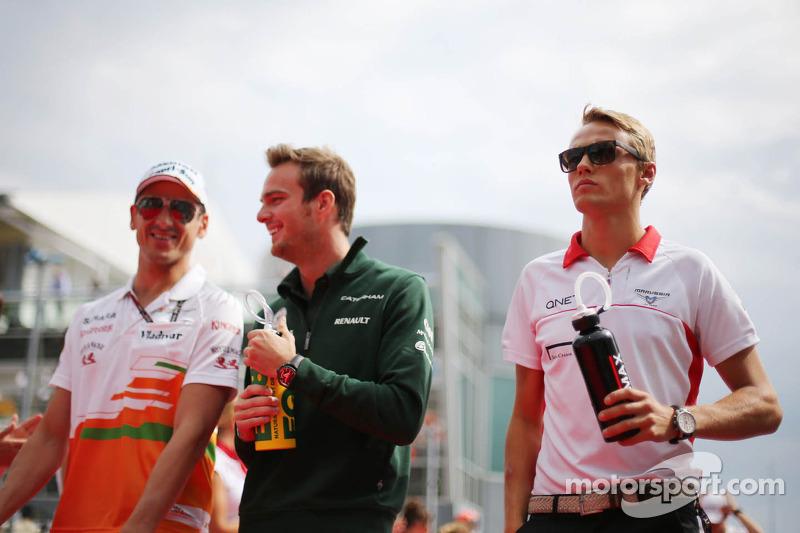 (L naar R): Adrian Sutil, Sahara Force India F1, Giedo van der Garde, Caterham F1 Team en Max Chilto