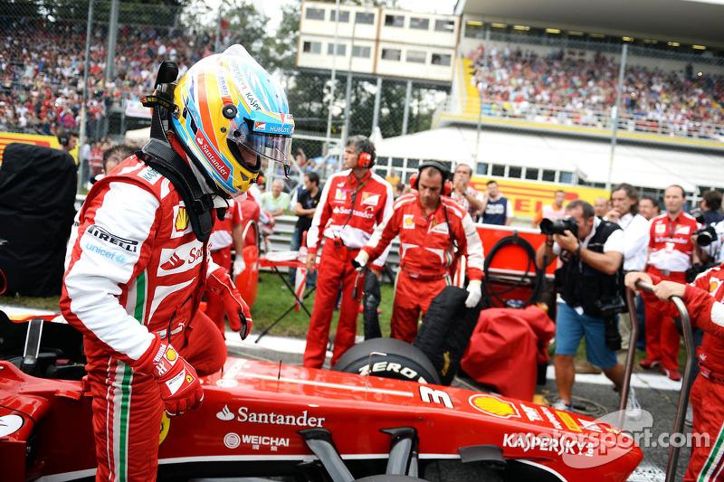 Fernando Alonso, Ferrari F138 on the grid