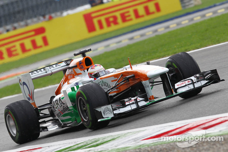 Paul di Resta, Sahara Force India VJM06 on a lap to the grid