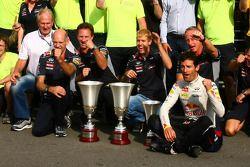 Sebastian Vettel and Mark Webber celebrate with the team