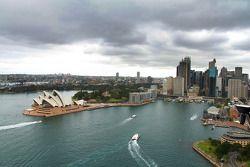 Rallyrijders krijgen een rondleiding bij de Sydney Harbour bridge
