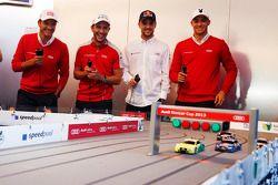 Timo Scheider, Mike Rockenfeller, Jamie Green en Edoardo Mortara bij de Audi slotcar race