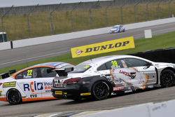 Howard Fuller, RCIB Insurance Racing raakt Warren Scott, Team BMR Restart Racing