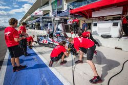 Pit stop practice for #0 DeltaWing Racing carros DeltaWing LM12 Elan