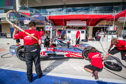Pit stop practice for #0 DeltaWing Racing Cars DeltaWing LM12 Elan