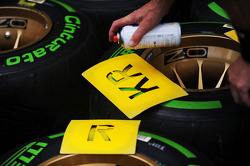 Pirelli tyres for Kimi Raikkonen, Lotus F1 Team marked up