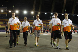 Adrian Sutil, Sahara Force India F1 walks the circuit with the team