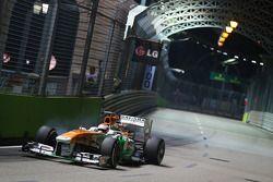 Paul di Resta, Sahara Force India VJM06 locks up under braking