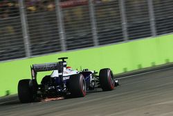 Pastor Maldonado, Williams FW35 with sparks flying