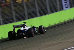 Pastor Maldonado, Williams FW35 with sparks flying