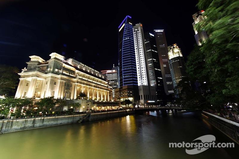 Гонка в Сингапуре была запланирована на 22 сентября, участники Ф1 приехали туда, как и в этом году, после Гран При Бельгии и Италии