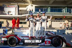 P1 e vencedor gerales Klaus Graf e Lucas Luhr comemoram com Greg Pickett