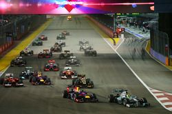 Nico Rosberg, Mercedes AMG F1 W04 leads Sebastian Vettel, Red Bull Racing RB9 into turn 1 at the start of the race