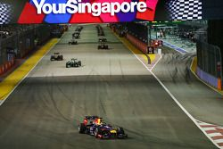 Sebastian Vettel, Red Bull Racing RB9 leads off on the formation lap