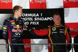 Podium: Sieger Sebastian Vettel mit Kimi Räikkönen
