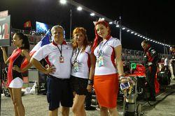 Andrei Cheglakov, dueño del equipo Marussia con Sasha Cheglakov, dueño del equipo Marussia y Anya Ch