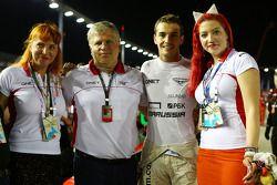 Sasha Cheglakov, dueño del equipo Marussia; Andrei Cheglakov, dueño del equipo Marussia; Jules Bianc