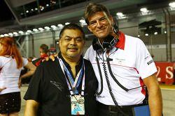 Presidente Ejecutivo de Vijay Eswaran, QI grupo con Graeme Lowdon, Marussia F1 Team Director Ejecuti