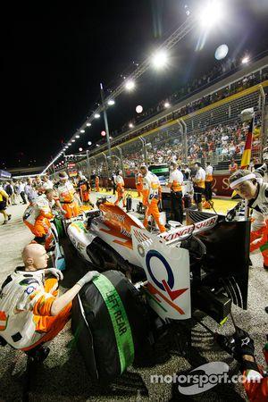 Adrian Sutil, Sahara Force India VJM06 en la parrilla