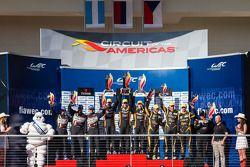 LMP2 Pódio: vencedor da classe John Martin, Roman Rusinov, Mike Conway, segunda colocação Luis Perez