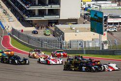 Largada: #31 Lotus Lotus T128: Kevin Weeda, Vitantonio Liuzzi, James Rossiter e #49 Pecom Racing Ore