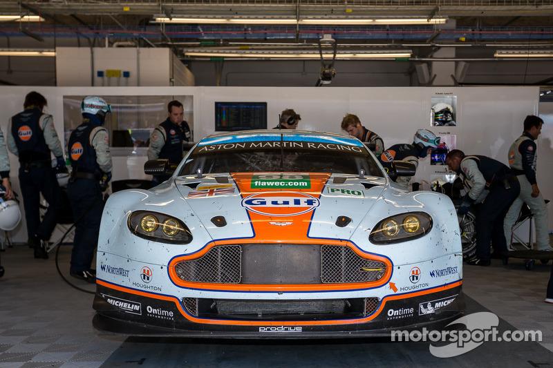 #98 Aston Martin Racing Aston Martin Vantage V8: Paul Dalla Lana, Pedro Lamy, Richie Stanaway valt u