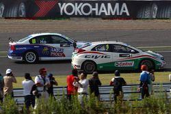 Gabriele Tarquini, Honda Civic, Honda Racing Team J.A.S. en Henry Ho Wai Kun, BMW 320si, Liqui Moly