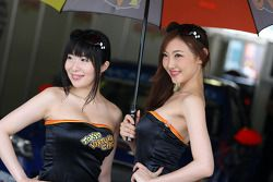 Autograph session, Girls in the paddock