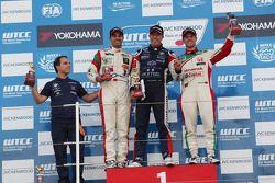 Tom Coronel, BMW E90 320 TC, ROAL Motorsport, Mehdi Bennani, BMW E90 320 TC, Proteam Racing