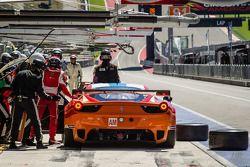 Pitstop voor #81 8 Star Motorsports Ferrari 458 Italia: Enzo Potolicchio, Rui Aguas, Matteo Malucelli