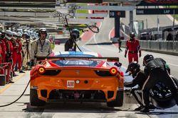 Pitstop voor #81 8 Star Motorsports Ferrari 458 Italia: Enzo Potolicchio, Rui Aguas, Matteo Malucell