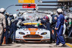 Pit stop #96 Aston Martin Racing Aston Martin Vantage V8: Stuart Hall, Jamie Campbell-Walter