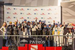 Classe Pódio: vencedores da PC Kyle Marcelli e Chris Cumming, P1 e ganhadores Lucas Luhr e Klaus Gra