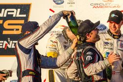 GT pódio: champanhe para Jonathan Bomarito e Kuno Wittmer