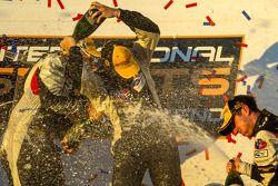 PC pódio: champagne for Mike Guasch e Dane Cameron