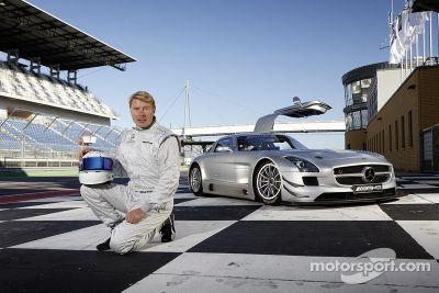 Mika Hakkinen integra Erebus Motorsport