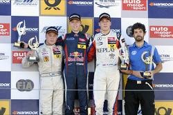 Racewinnaar Daniil Kvyat, 2e plaats Felix Rosenqvist, 3e plaats Alex Lynn