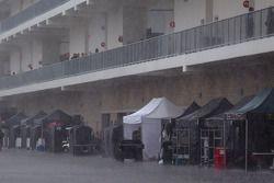 Chuva pesada no paddock