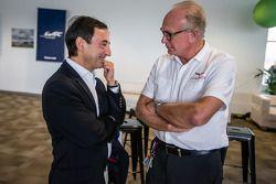 Pilotos americanos no evento Le Mans: Presidente François Fillon e Corvette Racing Doug Fehan