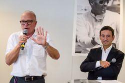 Amerikaanse coureurs bij het Le Mans-evenement: Corvette Racing Doug Fehan en ACO President François