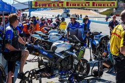 Superbikes op de grid voor de vrijdagkwalificatie