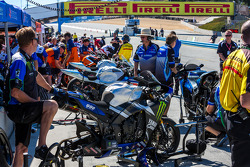 Superbikes on the grid for Friday qualifying