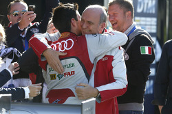 Mike Rockenfeller, campeón del 2013, con el Dr. Wolfgang Ullrich (Director de Audi Motorsport)